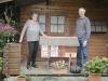 Rösli und Paul Graf mit einem Modell des Bauernhofs Gahlinger
