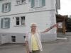 Rosina Hug-Wick vor dem einstigen Restaurant Scheidweg, an das sie ihr Herz verloren hatte.