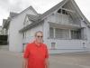 Paul Wiesli an der Dorfstrasse 28, wo früher sein Elternhaus stand.