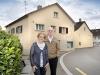 Cornelia und Walter Pfäffli vor der alten Metzgerei.
